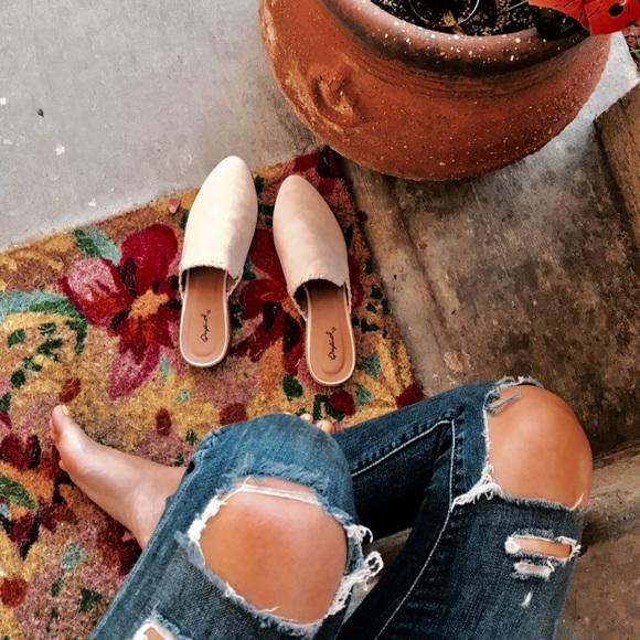 Shoes - 🆕//The Sarahi// Stone braided mule/flat